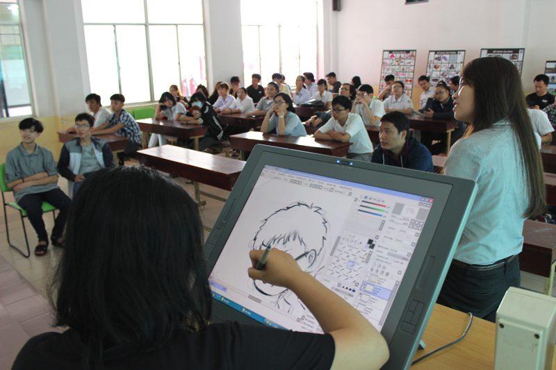 Dương Hương Ly vẽ tặng cho tân học viên