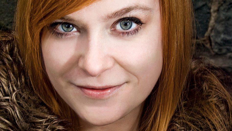 hoa-si-Becky-cloonan
