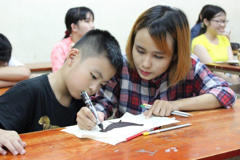 lớp vẽ cho bé