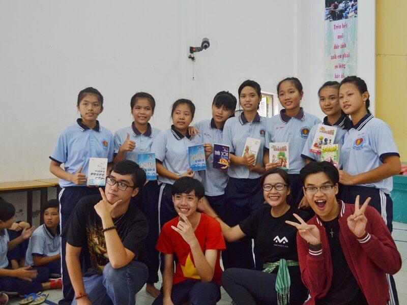 học viên Viện Truyện tranh và Hoạt hình tại trường khuyết tật Nhân Ái 6