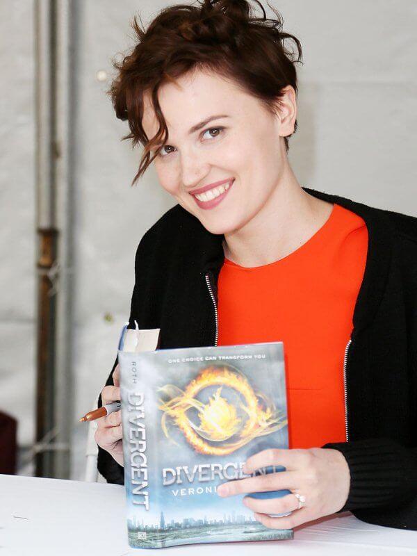 các tác giả có thu nhập cao nhất năm 2015 Veronica Roth
