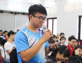 học viên khóa 5 ngành hoạt hình Nguyễn Thanh Triều đặt câu hỏi tại Lễ khai giảng