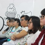lắng nghe chia sẻ của giảng viên tại lễ khai giảng Viện Truyện tranh và Hoạt hình