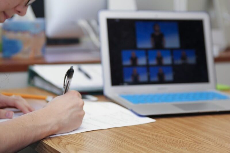 Cần thu thập tài liệu trước khi viết kịch bản