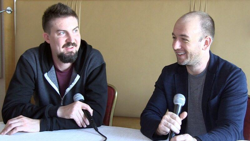 Biên kịch Simon Barret cùng người bạn chí cốt Adam Wingard