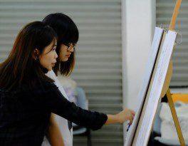 Họa sĩ Linh Phạm hướng dẫn các bạn học viên CMA vẽ Gesture Drawing 1