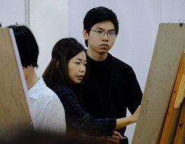 Họa sĩ Linh Phạm hướng dẫn các bạn học viên CMA vẽ Gesture Drawing 2