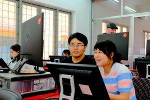 Học viên ngành hoạt hình CMA thực hiện bài tập trên máy