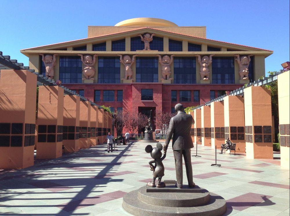 """Nhà Chuột sẽ trở thành """"gã khổng lồ"""" khó đồi đầu ở Hollywood"""