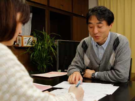 Cuộc họp giữa họa sĩ và biên tập viên.