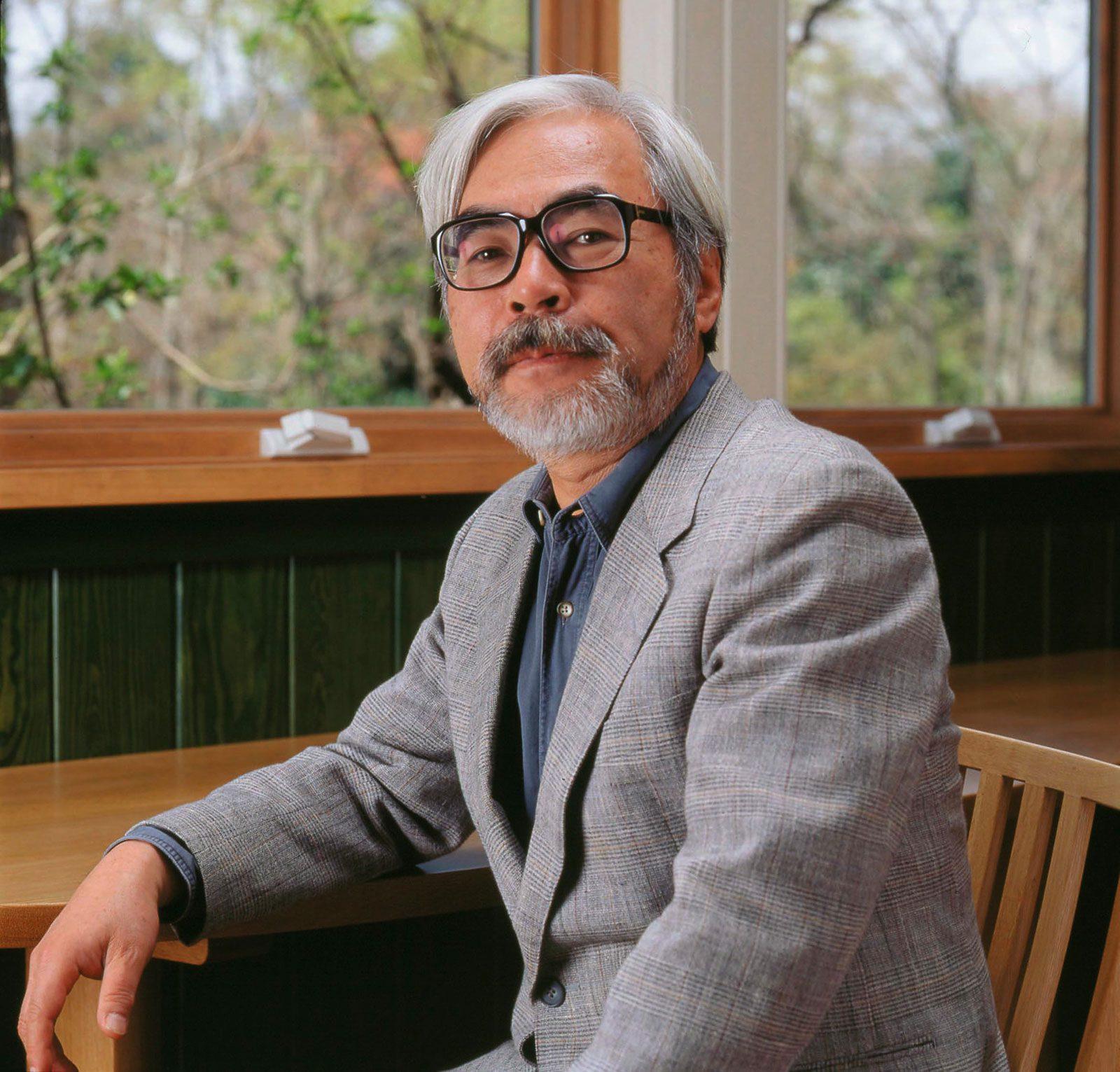 Hayao Miyazaki – vị biên kịch, hoạ sĩ, đạo diễn tài năng của Nhật Bản với các tác phẩm gây chấn động thế giới như Vùng Đất Linh Hồn, Mộ Đom Đóm