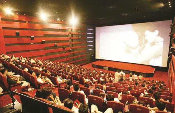 Hãy rủ bạn bè đi xem phim cùng và bàn luận sau bộ phim